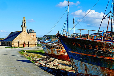 France, Briitany, Finistere, Camaret sur Mer, Notre Dame de Rocamadour church and Vauban Tower (Unesco world heritage).