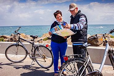 Tourists in Port of líHerbaudiere, ile de Noirmoutier, La Vendee, Pays de la Loire, France