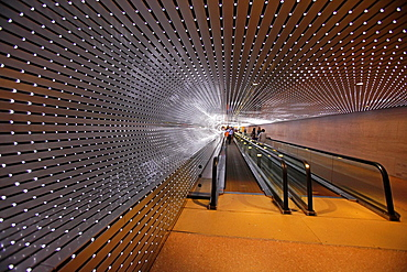 The tunnel connecting the wings of the National Gallery of Art, Washington D.C., USA.
