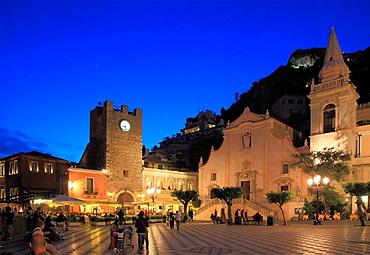 Italy, Sicily, Taormina, Piazza IX Aprile, Porta di Mezzo, San Giuseppe Church.