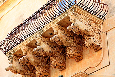 Italy, Sicily, Noto, Palazzo Nicolaci di Villadorata, balcony.