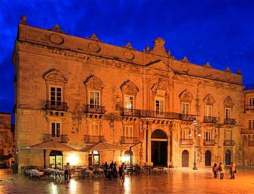 Italy, Sicily, Siracusa, Piazza del Duomo, Palacio Beneventano del Bosco, palace.