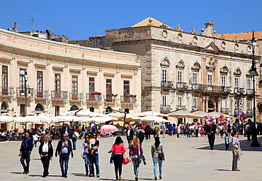 Italy, Sicily, Siracusa, Piazza del Duomo.