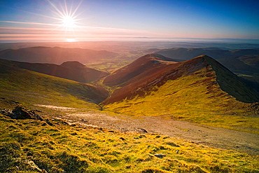 Looking towards Hope Gill and Ladyside Pike from the summit of Hopegill Head at sunset in the Lake District.