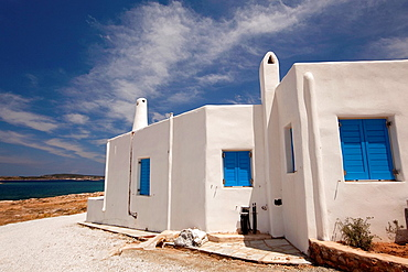 Whitewashed houses with traditional Cyclades architecture by the sea, Naoussa, Paros, Cyclades Islands, Greek Islands, Greece, Europe.