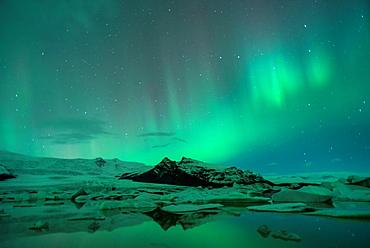 Northern lights in Fjallsarlon, Vatnajokull National Park, Iceland.