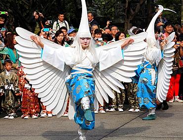 Japan, Tokyo, White Heron Dance, ceremony, procession, people,.