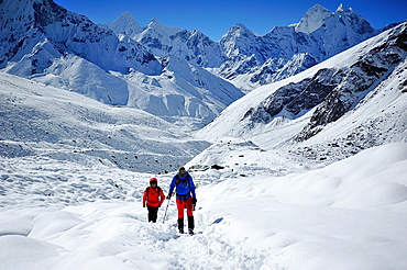 Hikers on the Everest Base Camp route, Sagarmatha National Park, the Himalaya range, Khumbu area, Solukhumbu District, Sagarmatha Zone, Nepal