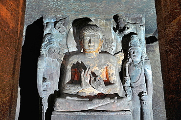 Cave No 4: Sanctum, Buddha in Teaching Pose. Ajanta Caves, Aurangabad, Maharashtra, India.