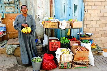 Fruit and vegetables street vendor - Aswan, Upper Egypt.