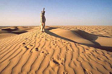 Searching for a mobile connection in Rub' al Khali ('Empty Quarter' in English) great sand desert, Oman, Arabian Peninsula