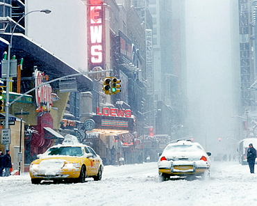 Blizzard, 42nd Street, Midtown, Manhattan, New York, USA