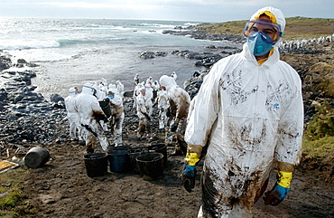 Soldiers dressed with protective clothing cleaning up the oil spill ('chapapote') from Prestige tanker, Dec, 2002, Costa da Morte, A Coruna province, Galicia, Spain