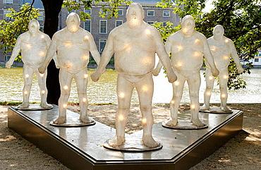 'Bruddha! The Return of the Gentle Giants' sculpture group by Jurriaan van Hall in the exhibition The Hague Sculpture 2004; Hofvijver and Binnenhof, The Hague, Netherlands