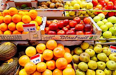 Fruits for sale, La Bretxa market, Donostia-San Sebastian, Guipuzcoa, Euskadi, Spain.