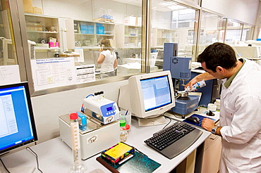 Studying textures in food (Dairy products) Rheology, R+D Laboratory, AZTI-Tecnalia, Technological Centre specialised in Marine and Food Research, Sukarrieta, Bizkaia, Euskadi, Spain.
