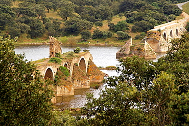 'Puente de Ajuda', ruins a a Middle Age bridge,on the Guadiana river, near Olivenza, Badajoz province, Extremadura, Spain.