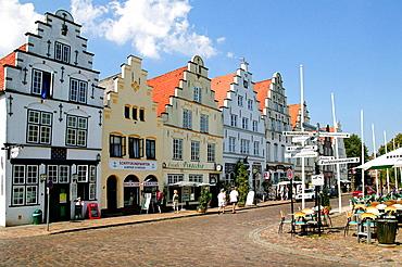 Friedrichstadt, market square with dutch renaissance buildings, Nordfriesland, Schleswig-Holstein, Germany.