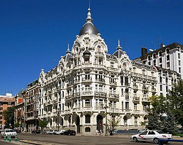 Spain, Madrid, lavishly ornamented building at Plaza de Espana and Calle de Ferraz