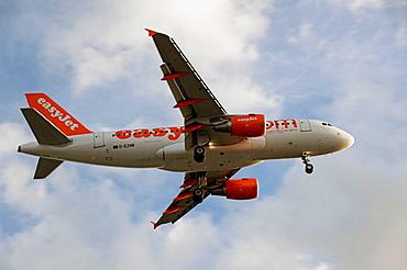 Easyjet airbus landing