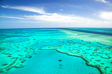 AUSTRALIA - Queensland - WHITSUNDAY COAST - Great Barrier Reef: Aerial of the Great Barrier Reef by the Whitsunday Coast