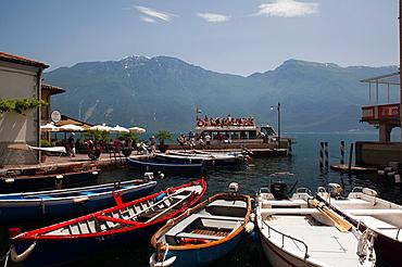 Italy, Lombardy, Lake District, Lake Garda, Limone sul Garda, Porto Vecchio, lake ferry, NR
