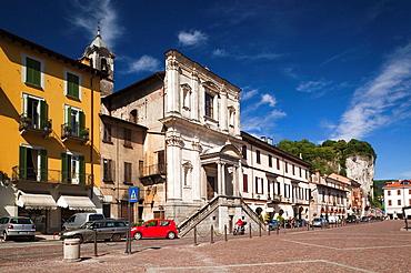 Italy, Piedmont, Lake Maggiore, Arona, buildings along lakefront