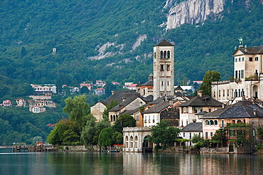 Italy, Piedmont, Lake Orta, Orta San Giulio, Isola San Giulio island, dawn
