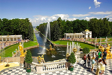 Russia, Petrodvorets, Peterhof Palace, Peter the Great's Summer Palace, Grand Cascade