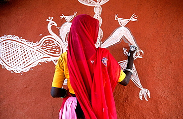 Woman painting a wall, Region of Tonk, Rajasthan, India