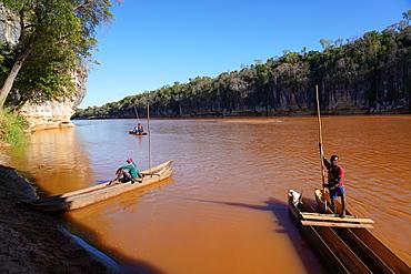 Pirogue excursion along Manambolo river crossing Tsingy de Bemaraha National Park, Melaky Region, Western Madagascar, Africa