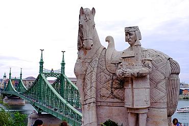 Statue of Stephen I of Hungary, Istvan Magyar Kiraly, and Szabadsag hid (Liberty Bridge), Budapest, Hungary, Europe