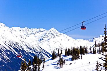 Peak 2 Peak Gondola, between Whistler and Blackcomb mountains, Whistler Blackcomb Ski Resort, Whistler, British Columbia, Canada, North America