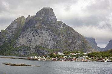 Reine, a traidtional fishing and whaling town in the Lofoten Islands, Norway, Scandinavia, Europe
