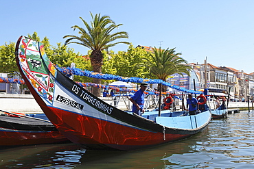 The crew prepares a colourful Moliceiro boat for a sightseeing tour along the canals of Aveiro, Beira Litoral, Portugal, Europe