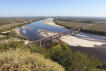 The Dom Luis I Bridge across the River Tagus (Rio Tejo) at Santarem, Ribatejo, Portugal, Europe