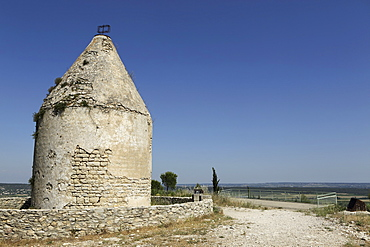 Windmill on the Roc de Gachone, overlooking the Vaunage plain close to Calvisson, Gard, Languedoc-Roussillon, France, Europe