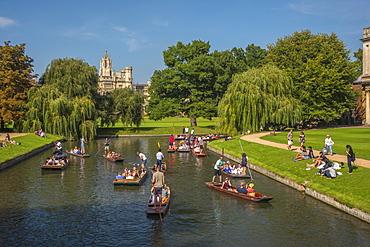 St. John's College and punting on River Cam, Cambridge, Cambridgeshire, England, United Kingdom, Europe