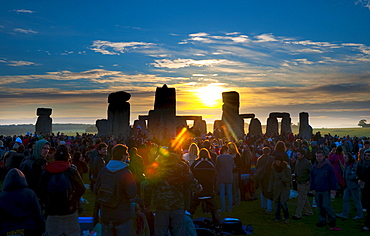 Sunrise at Summer Solstice celebrations, Stonehenge, UNESCO World Heritage Site, Wiltshire, England, United Kingdom, Europe