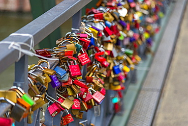 Padlocks, Holbeinsteg Bridge, Frankfurt am Main, Hesse, Germany, Europe