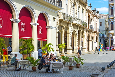 Plaza Vieja, La Habana Vieja (Old Havana), UNESCO World Heritage Site, Havana, Cuba, West Indies, Caribbean, Central America