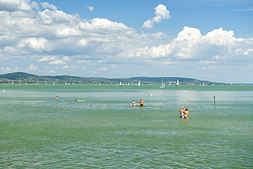 Holiday makers enjoying themselves in the waters of Lake Balaton, Tihany, Hungary, Europe