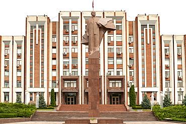 The Transnistrian Parliament building and statue of Vladimir Lenin in Tiraspol, Transnistria, Moldova, Europe