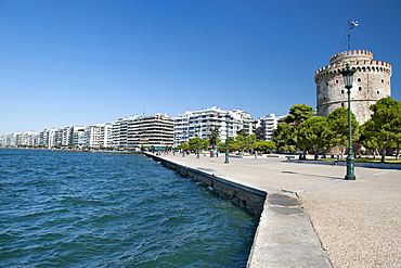 View of the White Tower (Lefkos Pyrgos) and the waterfront and buildings on Nikis Avenue in Thessaloniki, Greece, Europe