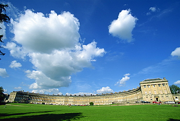 The Royal Crescent, designed by John Wood the Younger, Georgian architecture, UNESCO World Heritage Site, Bath, Avon, England, United Kingdom, Europe
