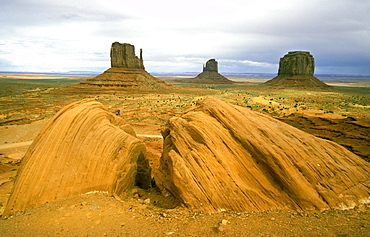 The eroded sandstone mesas and buttes of Monument Valley Tribal Park, a Navajo Nation reservation on the border with Utah, its scenery immortalised in many Western films, Monument Valley, Arizona, United States of America (USA), North America