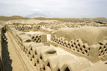 'Audiencias', possibly administrative offices of the elite, in the Tschudi Complex, one of the ten 'ciudadelas' at Chan Chan,  pre-Columbian America's largest adobe city and capital of the Chimu Empire until its 14th century conquest by the Incas, Chan Chan, UNESCO World Heritage Site, Moche Valley, Trujillo, Peru, South America