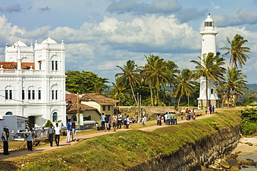 Meeran Jumma Mosque and the lighthouse at the Point Utrecht Bastion in the old Dutch Fort, UNESCO World Heritage Site, Galle, Southern Province, Sri Lanka, Asia
