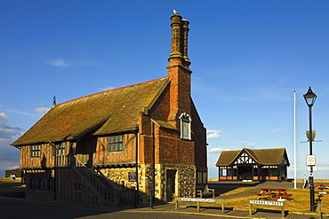 The historic 16th century Moot Hall, a Grade I listed building, formerly a meeting hall, now a museum, Aldeburgh, Suffolk, England, United Kingdom, Europe