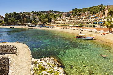 Mazzaro Bay and the Mazzaro Sea Palace hotel in this popular north east tourist town, Taormina, Catania Province, Sicily, Italy, Mediterranean, Europe